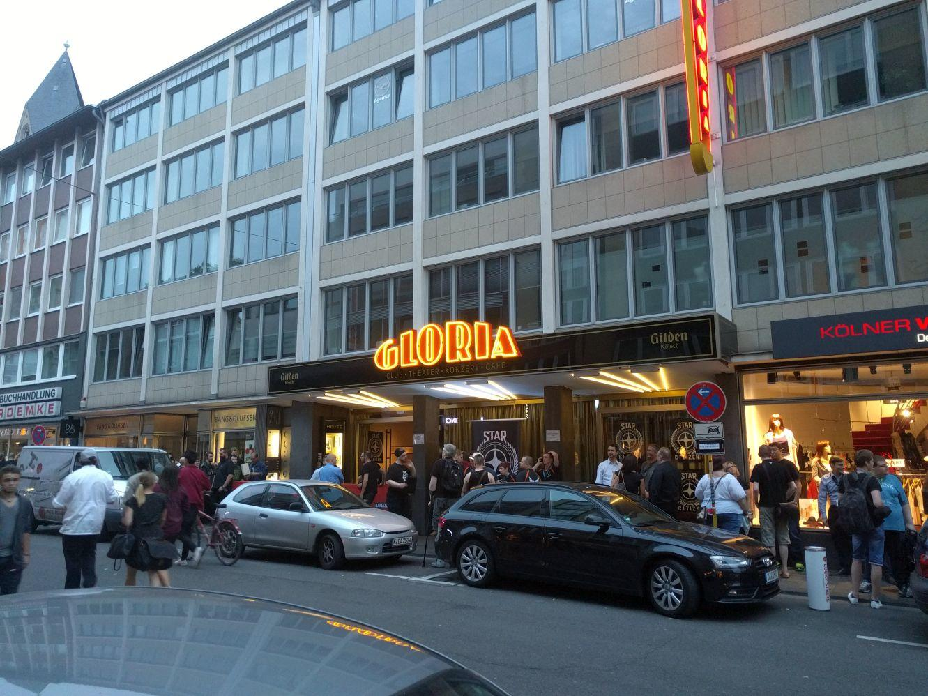 Gamescom 2016 - Kolejka na event SC przed Gloria Theater